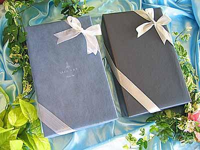 ラッピング紙による包装 & リボンでの飾り付けで高級感を演出